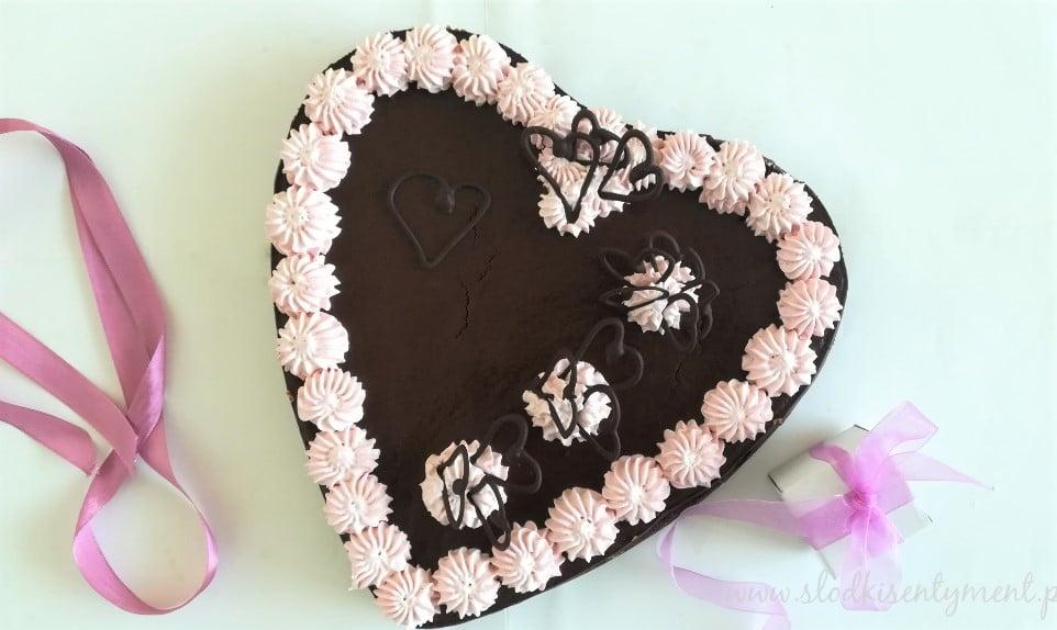 tarta czekoladowa w kształcie serca
