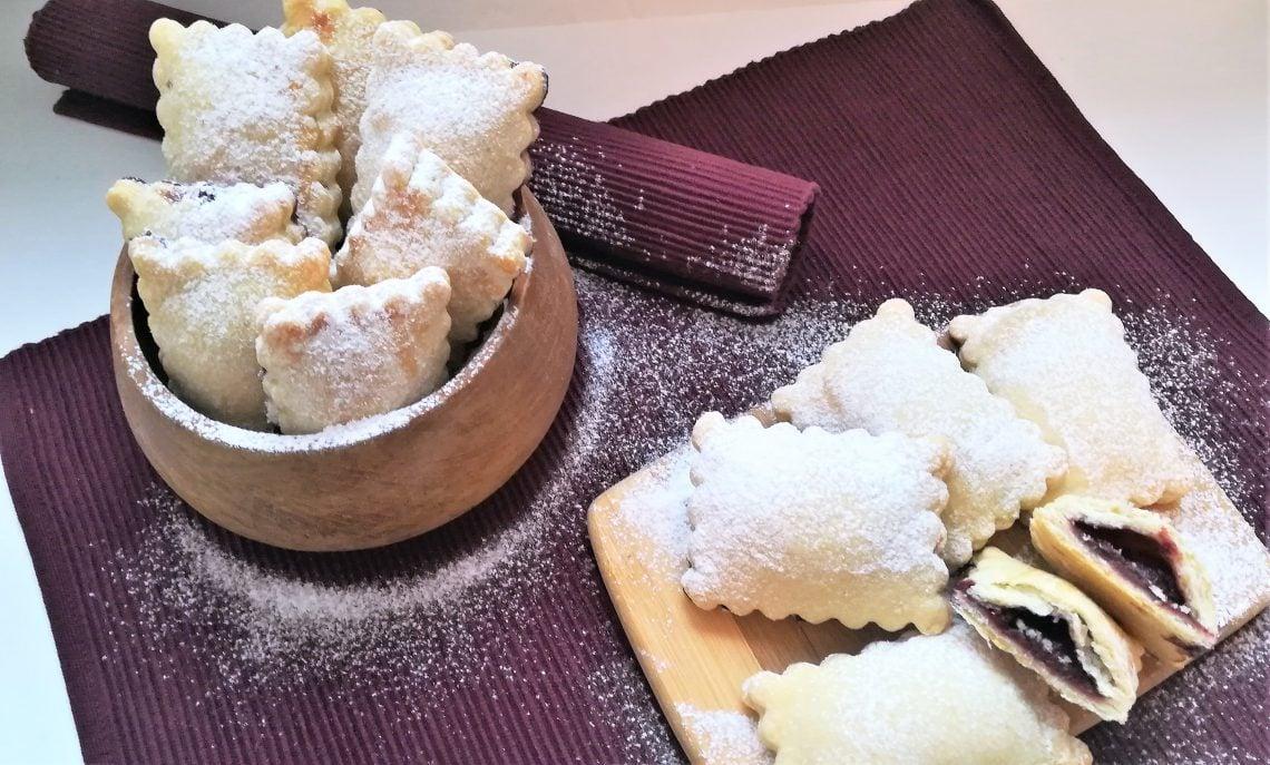 ciastka nadziewane dżemem wiśniowym