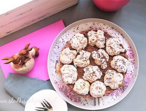tort z mascarpone i powidłami na biszkopcie z białek