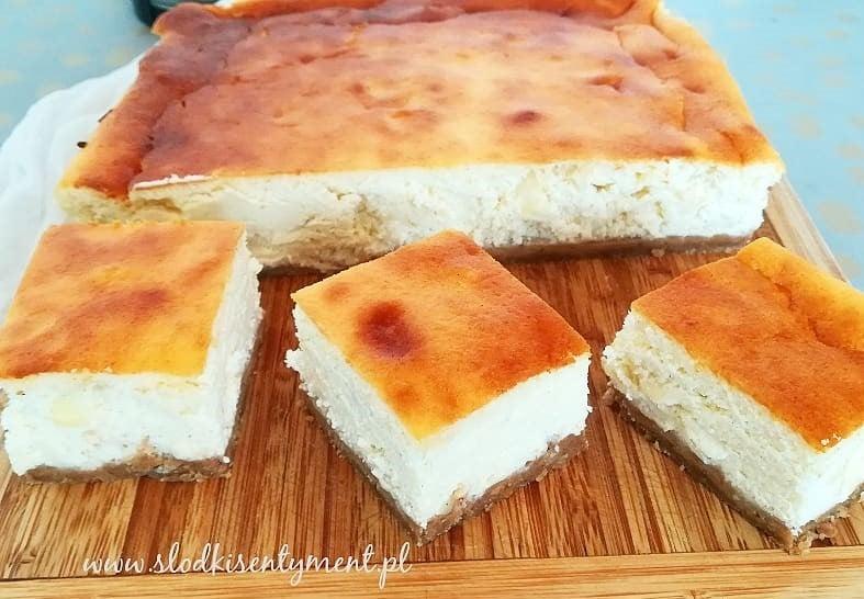 Sernik 3 sery z kajmakowym spodem