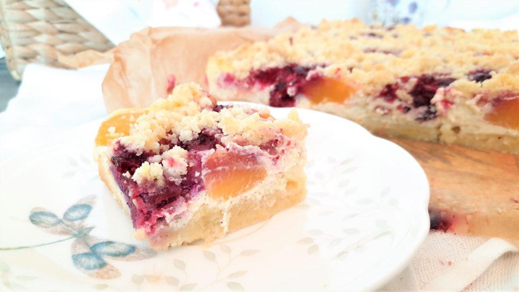 Letni sernik z owocami