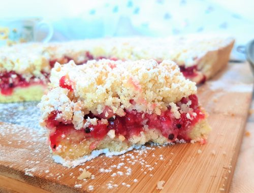 Kruche ciasto na krupczatce z czerwoną porzeczką
